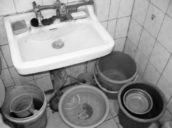"""""""污水有时会从马桶里倒灌"""