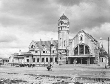 老火车站标志性的大钟还没有安装