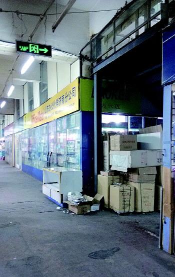 白鹤装饰材料批发市场,山东灯具批发市场,五金卫浴管材市场,洁具厨具