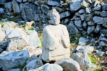 西佛峪就是玉函山安息园所在的峪,柏石峪就是领秀城南面的峪,原有柏石
