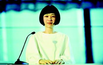 日本研发的美女机器人新闻主播