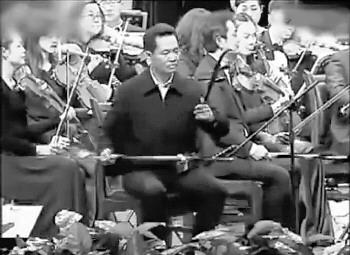 """和四川交响乐团一起用二胡演奏了一曲《江山》,并称何修礼演奏水平是"""""""