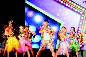历下区百合幼儿园表演的教师开场舞