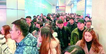 济南长途汽车总站人工售票窗口也能手机支